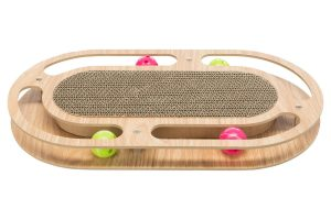 Het Trixie krabkarton met houten frame staat gegarandeerd voor uren speelplezier! Het frame is gemaakt van MDF en er rollen kunststof balletjes in.