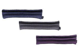 De QHP Metallic Glitz neusriem onderlegger is een echte blikvanger. Het is een pad met een lichte metallic glans die tevens versierd is met een glitterband.