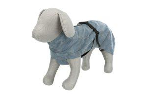 De Trixie Lunas hondenregenjas is gemaakt van polyester. Naast dat hij volledig waterdicht is, is hij gemaakt van een reflecterende stof.