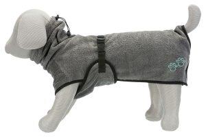 De Trixie badjas is gemaakt van polyester en katoen. De badstoffen jas voor honden beschermt uw viervoeter tegen onderkoeling.