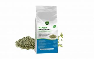 De Vitalbix Daily Complete is een geconcentreerde brok. Hij zit vol essentiële voedingsstoffen zoals vitaminen, mineralen, vetzuren en aminozuren. Dat is de basis voor een gezond en fit paard.