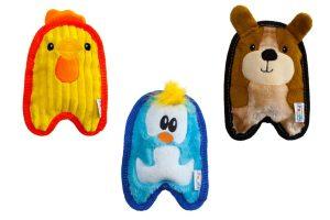 De Outward Hound Invincibles zijn perfect voor uw kauwende pup. Ze zijn extra stevig doordat ze gemaakt zijn van twee lagen supersterk materiaal. Zo kan uw pup nog langer genieten van deze leuke knuffeltjes! Er zit geen vulling in verwerkt waardoor hij langer mee gaat. Nog een pluspunt; het geeft geen rommel wanneer je pup erin bijt. Wanneer de pup in het knuffeltje bijt gaat er een speciale pieper af. Het speeltje is beschikbaar in 3 schattige varianten: pinguïn, kuiken en puppy.