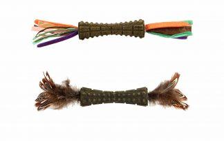 De GiGwi Johnny Stick bestaat uit een catnip stick met veren aan twee zijden. De stick is een stevig speeltje en heeft een leuke vorm om mee te spelen.