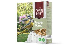 De Hobby First Wildlife Feeder Blend bestaat uit fijne granen en zaden en is perfect voor alle mezen en vinkachtigen. Met deze strooimix in de tuin kan u genieten van schouw spel rond het voederstation! Zorg er voor dat je de feeder beschut hangt van regen en wind.