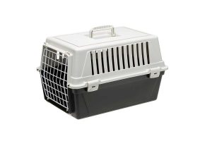De Ferplast Atlas EL 30 vervoersbox is een transportkooi van kunststof voor kleine honden, pups of katten. Deze vervoersbox is ideaal te gebruiken wanneer u op vakantie gaat of voor een tripje naar de dierenarts.