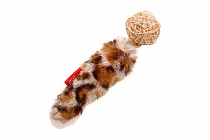 Het GiGwi kattenspeeltje Rattle Wood is gemaakt van diverse materialen, zoals onder andere hout, touw en veertjes. Deze variatie in producten zorgt voor interesse en uitdaging, waardoor jouw kat er gegarandeerd uren speelplezier aan beleeft.