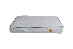 Het Jack & Vanilla Revive Orthopedisch Hondenbed zorgt ervoor dat jouw hond ontspannen kan rusten en slapen. Het matras is gemaakt van memoryfoam, waardoor honden tijdens het liggen optimale ondersteuning krijgen. Zeer geschikt voor oudere honden en zwaardere rassen, doordat de gewrichten ontlast worden tijdens het liggen.