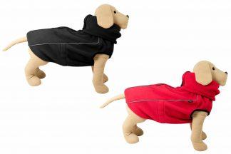 De Jack & Vanilla Outdoor Fleece Jas zorgt ervoor dat de hond altijd mee op pad kan, ongeacht de weersomstandigheden. Deze warme fleecejas beschermd de hond op de koude dagen. Daarnaast is de jas voorzien van een hoge kraag, zodat je de oren ook kan beschermen tegen kou en wind.
