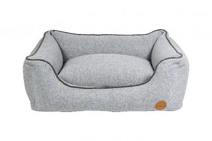 Het Jack & Vanilla Revive Orthopedisch Sofa zorgt ervoor dat jouw hond ontspannen kan rusten en slapen. Het matras is gemaakt van memoryfoam, waardoor honden tijdens het liggen optimale ondersteuning krijgen.