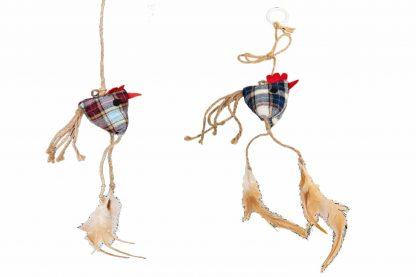 Het Jack & Vanilla kattenspeeltje Kippen is voorzien van lange touwen en een vrolijk geruit patroon. De touwen zijn voorzien van lusje, zodat je gemakkelijk met jouw kat kan spelen. Beweeg de kip en daag je kat uit om hem te pakken! Samen spelen versterkt de band.