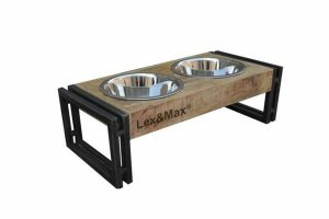 De Lex & Max hondenvoerbakken Oslo hebben een zeer stoer uiterlijk. Het frame is gemaakt van hoogwaardig hout met ijzeren accenten, waardoor de bakken extra stoer worden. De voerbakken zijn van RVS, waardoor ze makkelijk schoon te maken zijn.