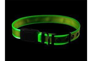 De Nite Ize NiteDog oplaadbare LED halsband is gemaakt van stevig nylon en zorgt ervoor dat jij veilig met de hond over straat kan. De halsband heeft een 360° LED-rand, waardoor deze volledig verlicht is. Daarnaast is de band voorzien van twee verschillende standen, zodat je zelf kan kiezen welke lichtstand geschikt is. Perfect te combineren met de Nite Ize NiteDog oplaadbare LED hondenhalsband.
