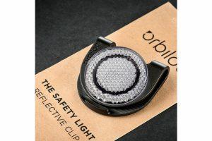 Orbiloc Reflecterende clip is een combinatie van de bekende Orbiloc Clip en een reflecterende pad. Veilig en zichtbaar onderweg!