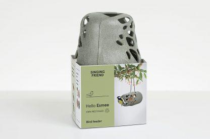 De SingingFriend Esmee pindakaaspothouder heeft een modern design en is gemaakt van 100% gerecyclede dranksap verpakkingen en daarmee super milieuvriendelijk!