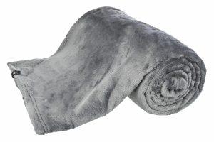 De Trixie pluche deken Kimmy is wasbaar tot 60 graden en daardoor ook geschikt voor honden of katten met allergieën. De deken is verkrijgbaar in vier verschillende maten, waardoor er altijd een geschikte maat bij zit voor jouw hond of kat. Daarnaast kan je de deken ook gebruiken om de bank te beschermen tegen haren en vuiligheid.