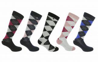 Equi-Thème Argyle Lurex Sokken van katoen met Lurex en dragen comfortabel. Daarnaast is de sok voorzien van het bekende ruitpatroon.