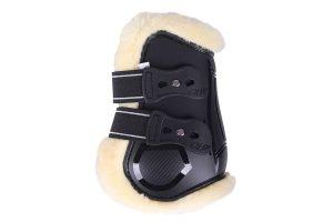 De Strijklappen Ontario beschermen de achterbenen van jouw paard tegen aantikken met deze sportieve kogelbeschermers. De strijklappen bevatten een voering van imitatiebont.