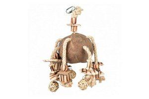 Duvo+ Coconut Jungle hanger met houtblokjes en wilgenballetjes is een aantrekkelijk speelgoed voor alle soorten vogels. Heerlijk om uren mee te spelen, of om lekker aan te knabbelen.