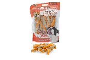 De Wonder Snaxx Twists Zoete aardappel en kalkoen is gemaakt van gedroogde dierenhuid en daardoor een lekkere en gezonde snack voor honden.