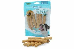 De Wonder Snaxx Stixx Pindakaas is gemaakt van gedroogde dierenhuid en daardoor een lekkere en gezonde snack voor honden