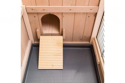 Ferplast Ranch 140 is een comfortabel konijnenhok. Deze konijnenkooi is ook ideaal voor buiten. Deze kooi beschikt over twee verdiepingen voor de verschillende activiteiten van je huisdier.