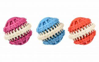 De Flamingo Dental fun hondenbal ondersteunt een gezond gebit tijdens het spelen! De structuur van de bal masseert het tandvlees en voorkomt dat tandplak een kans krijgt. Kauwen zorgt ervoor dat honden zich fijn gaan voelen, doordat het lichaam 'vrolijke' stofjes aanmaakt.