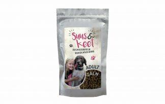 De Suus en Keet Ovengebakken hondenvoeding Adult Zalm is voorzien van eiwitten, vitaminen en mineralen en daardoor een complete maaltijd voor jouwe trouwe viervoeter.