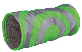 De Trixie Relaxtunnel is speciaal ontwikkeld voor konijnen en cavia's. De tunnel is aan de binnenzijde extra zacht en daardoor erg comfortabel. Leuk om lekker in te verstoppen of om doorheen te rennen!