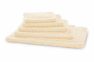 De Hugglehounds fleecemat is extreem zacht en gemaakt van synthetisch lamswol, waardoor het ook lekker warm is. Je kan hem tweezijdig gebruiken en de naden zijn niet zichtbaar. Het kussen is gemakkelijk schoon te houden, doordat het in de wasmachine kan en snel weer droog is.