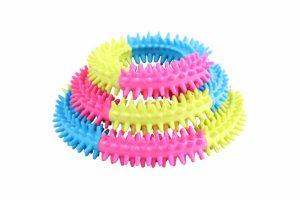 De Pawise regenboog puppy bijtring ondersteunt bij het wisselen van de tanden. Wanneer tanden gaan wisselen bij pups, zo ongeveer vanaf 13 weken tot 7 maanden, kunnen zij veel last hebben van het tandvlees.