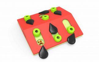 Het Nina Ottosson Puzzle & Play Melon Madness kattendenkspel zorgt voor een echte uitdaging! Door middel van schuif- en draaibewegingen komt jouw kat bij heerlijke beloningen uit.