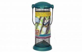 De Buzzy Birds Bird Gift Pindafeeder Easy fill is gemaakt van duurzaam kunststof en gegalvaniseerd gaas. De klepopening is stevig genoeg om te voorkomen dat dieren deze kunnen openen, maar door wel gemakkelijk te openen voor mensen.