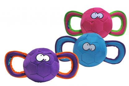 Het Coockoo Durable Pully hondenspeeltje is voorzien van twee stevige handvaten! Zo kan je eenvoudig de bal ver weg werpen voor een apporteerspel, maar ook een trek- en duwspel spelen met je hond. Samen spelen met de baas versterkt de band, waardoor dieren meer vertrouwen krijgen