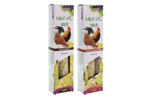 De Esve MiX-XL Pluimvee stick is verkrijgbaar in twee smakelijke smaken! Gemaakt van onder andere mais, gemalen oesterschelpen en honing. De samenstelling is speciaal afgestemd op de behoefte van pluimvee.