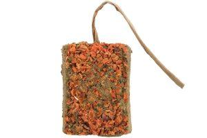 De Trixie Kleisteen met wortel is een heerlijke verwennerij voor knaagdieren en konijnen! Voorkom dat dieren zich gaan vervelen in het verblijf, door het aanbieden van knaagstenen of speelgoed zorg je voor voldoende uitdaging. De knaagsteen is gemaakt van natuurlijke klei en verrijkt met wortel, waardoor het een gezonde traktatie is!