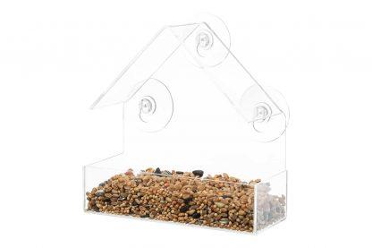 Het kunststof raamvoederhuis van Trixie zorgt ervoor dat jij van dichtbij kan genieten van vogels uit de tuin! Voorzien van drie zuignappen, waardoor je het voerhuisje gemakkelijk kan bevestigen. Gemaakt van transparant kunststof, zodat je alles goed kan zien en ervaren!