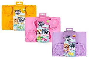 De Smoofl silicone mal voor hondenijsje is verkrijgbaar in drie formaten. Zo heb je voor elke hond het geschikte formaat, van small tot large! Vul het ijsvormpje met de ijsjesmix en plaats het stokje erin en laat het ijsje één nachtje in de vriezer staan.