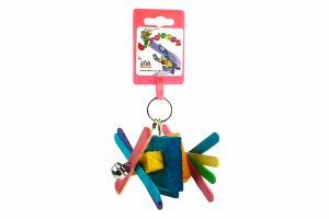 Het Birrdeeez Vogelspeelgoed is voorzien van vrolijke gekleurde stokjes, blokjes en belletjes. De stokjes kan je draaien, waardoor je de vorm kan blijven veranderen. Daarnaast zorgen de belletjes voor extra uitdaging.