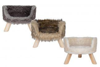 Het District 70 kattenbankje Nordic heeft een luxe Scandinavische uitstraling. Daarnaast is het materiaal heerlijk zacht, zodat katten comfortabel liggen.