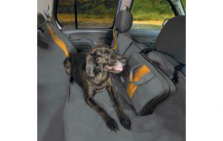 De Kurgo Wander Hammock autobeschermdeken biedt een volledige bescherming voor de achterbank van jouw auto. De autohoes beschermt de vloer en zijkanten van de stoelen, waardoor de auto schoon blijft.