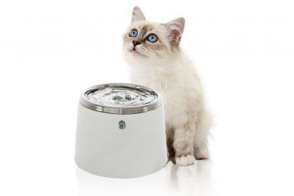 De CatIt 2.0 Drinkfontein RVS stimuleert katten om te drinken. Stromend water heeft van nature de voorkeur bij katten in plaats van stilstaand water, zoals in een bakje. Dit komt, doordat stromend water in de natuur duidt op schoon water.
