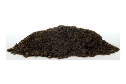 Het ESVE Badzand voor pluimvee zorgt voor meer hygiëne in het dierenverblijf. Wanneer pluimvee dagelijks een zandbad neemt helpt dit bij het verwijderen van vuil, luizen, vlooien en mijt. De combinatie van turf, zand en diatomeeën aarde is hiervoor een perfecte samenstelling.