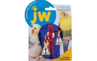 JW Activitoy Spinning Bells is een leuk speeltje voor in de vogelkooi van je vogel. Het zorgt voor uren lang speelplezier door de ronddraaiende belletjes! Dit vogelspeeltje is zowel neer te zetten als in de kooi op te hangen.