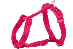 Het Trixie Premium H-hondentuig heeft een traploos verstelbare borst-, nek en buikruim. Je kan het tuig daardoor makkelijk passend maken voor jouw hond. Daarnaast heeft de buikriem twee sluitingen, waardoor je het tuig eenvoudig kan omdoen.