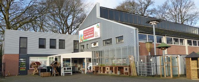 Foto van de winkel in Oirschot. Korting op rijkleding.