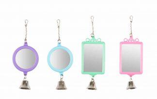 Het Flamingo parkietenspeelgoed met spiegel zorgt voor vermaak in het dierenverblijf. Daarnaast zijn de parkieten spiegeltjes voorzien van een speels belletje, waardoor je vogels extra uitgedaagd.