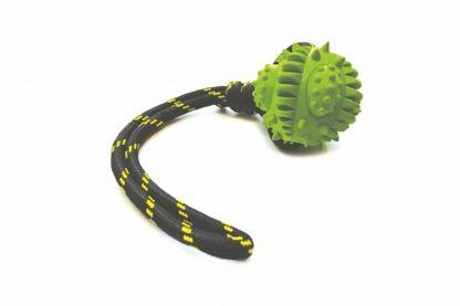De Happy Pet Galactic hondenbal aan touw is perfect voor apporteer- of trekspelletjes. Door het touw slinger je de bal eenvoudig ver weg, zodat jouw hond lekker kan rennen.