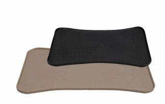 De Jack & Vanilla Bon Appetit rubberen mat beschermt jouw vloer tegen krassen van voerbakken of tegen het morsen van water en voer. Daarnaast zorgt de rubberen mat ervoor dat de drink- en of voerbak stevig staat en niet schuift.