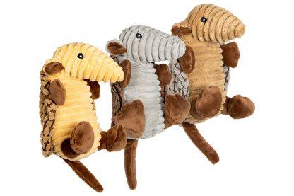 De Jack & Vanilla Velveties gordeldier hondenknuffel is gemaakt van stevige stof. Daarnaast is de knuffel groot van formaat, maar liefst 30 cm. Het gordeldier heeft verschillende structuren en is daardoor interessant voor honden. De grote, zachte knuffel is de nieuwe beste vriend van jouw hond.