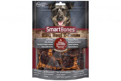 De Smartbones Smartbones BBQ Beef T-Bones zijn onweerstaanbaar, doordat ze gemaakt zijn van kippenvlees en eruit zien als echt barbecuevlees. De hondensnack is verrijkt met mineralen en vitaminen en bevat geen runderhuid, daardoor is het vetarm en licht verteerbaar.